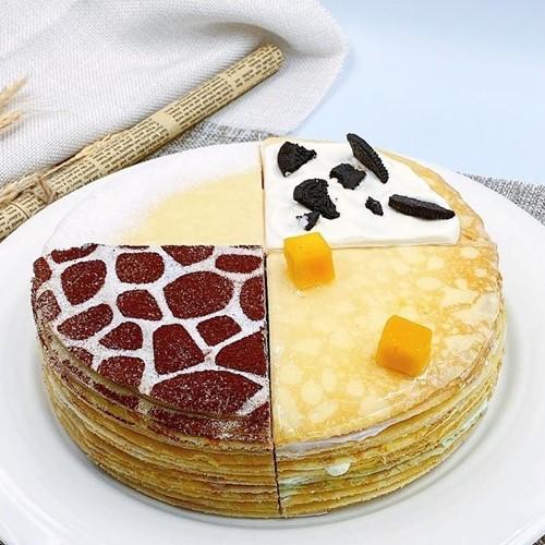 品牌:Day By DayB款四拼千層蛋糕7吋長頸鹿千層蛋糕不只是可愛的造型,蛋糕體更是好吃到爆表,真心推薦給有童心的老饕們內容物: 蛋皮、巧克力香堤、焦糖巧克力餡建議保存期限:冷凍5天退冷藏後2天內
