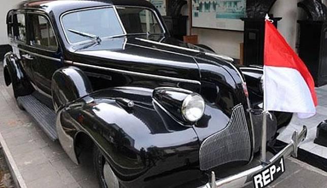 Buick 8 yang merupakan mobil rampasan dari penjajahan Jepang.