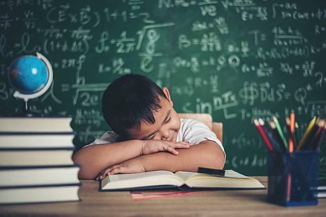 6 วิธีแก้ง่วงเวลาเรียน ได้ผลดีสำหรับเด็กวัยเรียน