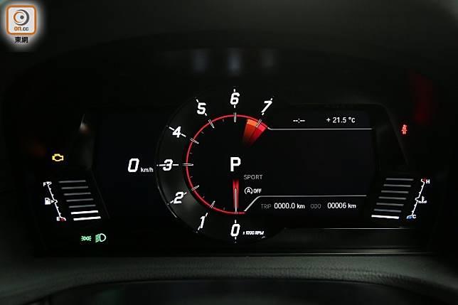 數碼化儀錶板採用單圈式設計,清晰顯示轉速、波段及轉波指示等行車資訊。(張錦昌攝)