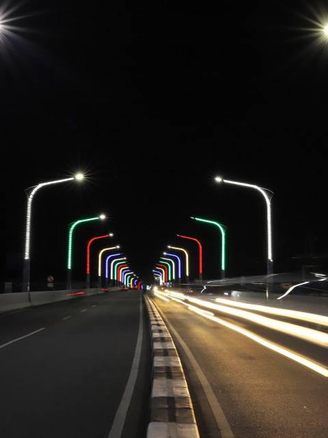 Foto Melihat Warna Warni Jembatan Keindahan Malam Di Banda Aceh Mediariau Com