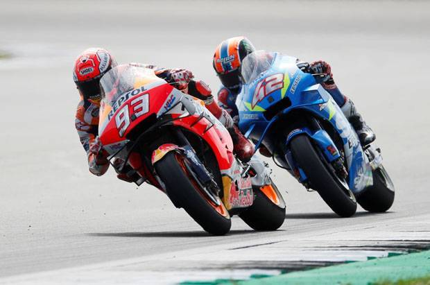 Marquez Kesal Dipecundangi Alex Rins di Tikungan Terakhir Silverstone