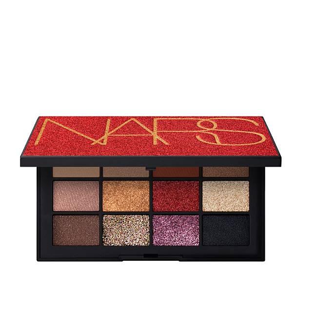 NARS Inferno Eyeshadow Palette眼影盤:一盒有齊閃爍、緞光絲絨、金屬、古銅及莓紅等不同色調,完全滿足不同的眼妝需求。(互聯網)