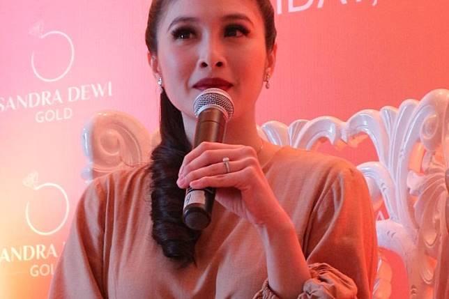 Aktris Sandra Dewi dalam peluncuran lini perhiasan Sandra Dewi Gold di kawasan Kemang, Jakarta Selatan, Jumat (12/7/2019).(Dok. Sandra Dewi Gold)