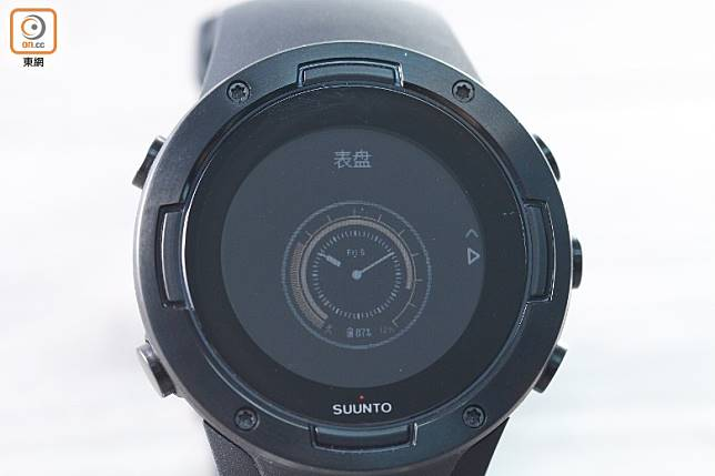 預載多個錶盤,可惜屏幕解像度只有218×218,未夠精細。(胡振文攝)