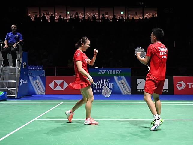 中國組合鄭思維與黃雅瓊奪羽毛球世錦賽混雙冠軍。(新華社)
