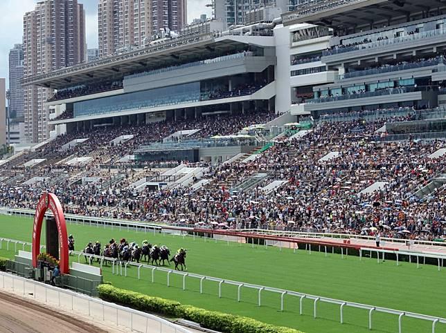 初三賽馬日只招待8000名馬場餐廳訂位人士。資料圖片