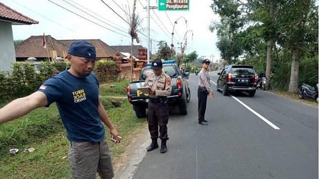 Polisi saat melakukan olah TKP di lokasi kejadian, Senin (19/8/2019).