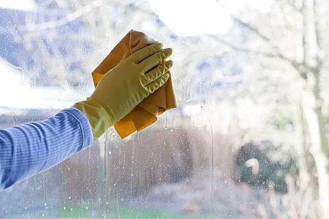 ▲信義居家提出4個清潔步驟及妙招,不需過於費力就能讓窗戶恢復光亮(照片/信義居家提供)。