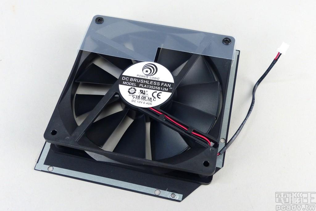 散熱風扇選擇直徑 135mm、雙滾珠軸承的 Power Logic PLA13525B12M,IP5x 防塵最高轉速 2000RPM,依據 ROG Thor 850P 內部溫度調整轉速