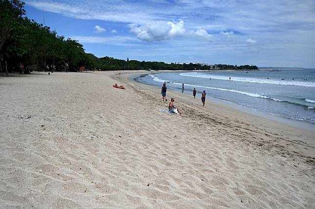 A general view shows a near-empty beach in Kuta, Bali, on March 22, amid concerns about the COVID-19 outbreak.