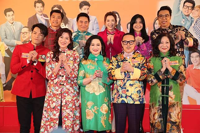 一眾《愛·回家之開心速遞》演員出席賀年活動。