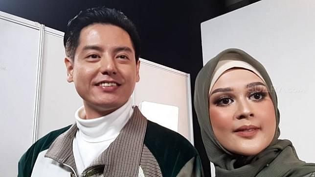 Cut Meyriska dan Roger Danuarta di Indonesia Convention Exhibition (ICE), BSD City, Tangerang Selatan, Sabtu (24/8/2019). [Suara.com/Sumarni]