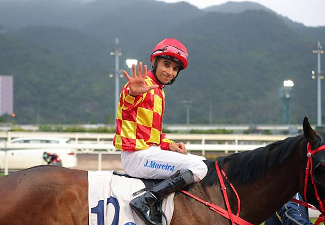 Joao Moreira sails past 900 winners with five-timer and could reach Tony Cruz this season