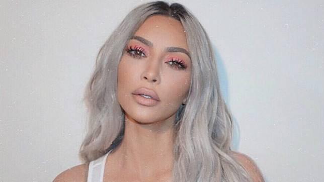Pinggang Super Kecil Bak Jam Pasir, Kim Kardashian Potong Tulang Iga?