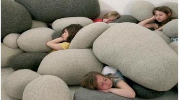 來躺在「軟」石頭上吧!