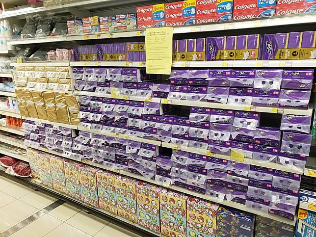 市面部分超市物資供應充裕。