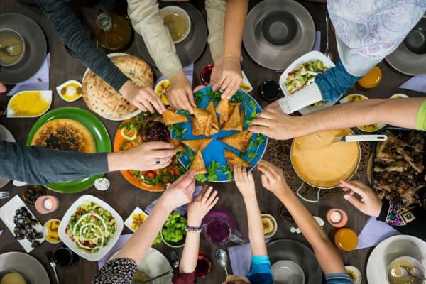 Makanan dan Minuman yang Perlu Dihindari saat Berbuka