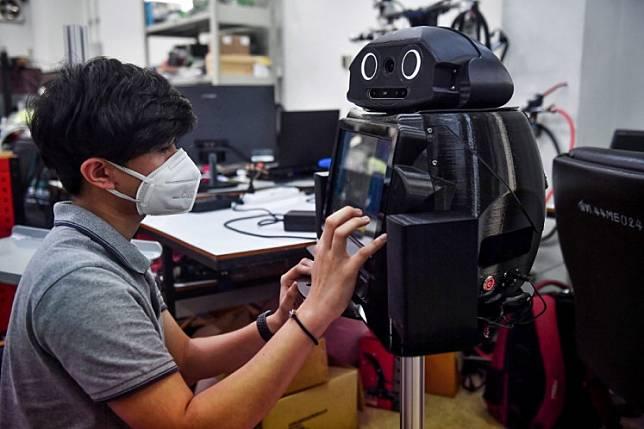 Thai Hospitals Deploy Ninja Robots To Aid Virus Battle