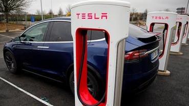 特斯拉新電池曝光!壽命更長、更低價,可跑到「百萬哩」