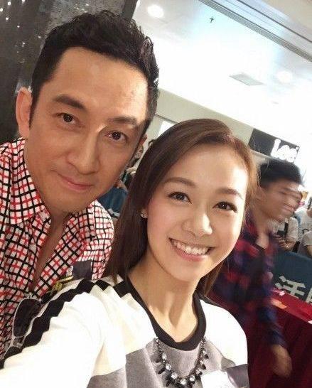 黃心穎曾與同劇拍檔吳啟華傳緋聞。