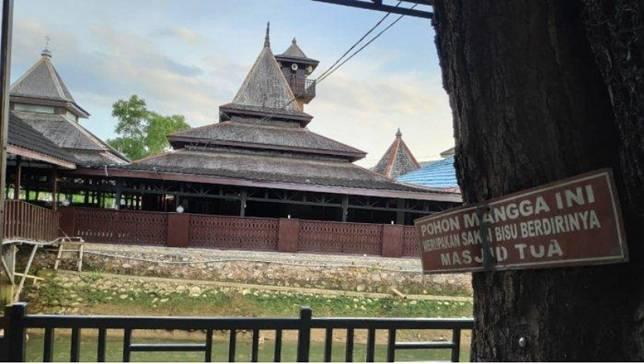 Masjid Jami Nurul Ibadah di Desa Pasir Belengkong, Kecamatan Pasir Belengkong merupakan Masjid Tertua di Kabupaten Paser.