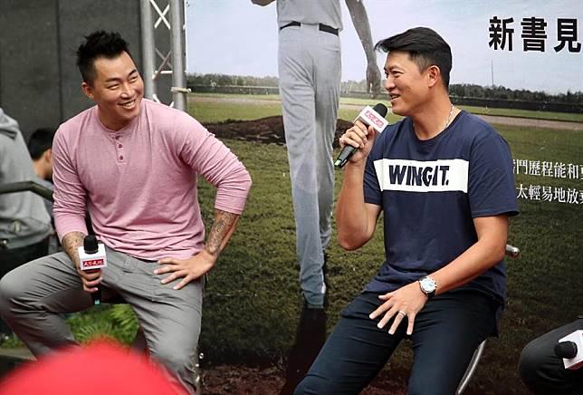 郭泓志(左)、王建民(右)