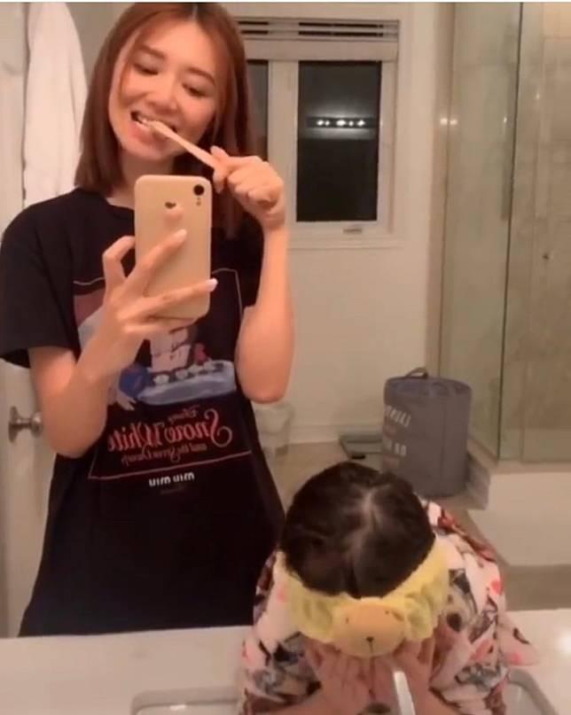 倪晨曦同另一個外甥女一齊刷牙…