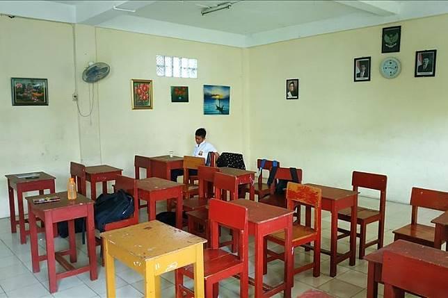 Kisah SMP Swasta di Bekasi yang Hanya Kedatangan 2 Siswa Baru!