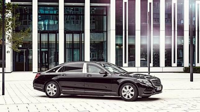 Mercedes-Benz S600 Guard Jadi Mobil Dinas Baru Jokowi (Autocar)