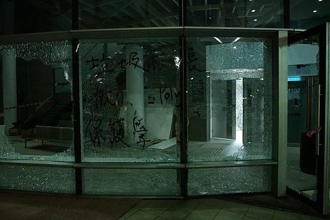 校園內各項設施損毀嚴重。