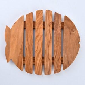 1. 義大利橄欖木製成 2. 100%義大利工藝製成 3. 可用來盛裝裝有熱食的鍋具或餐盤 4.花樣、尺寸、重量獨一無二
