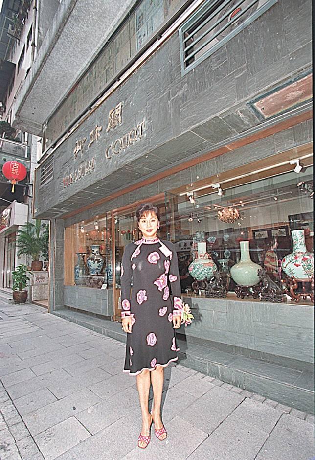 三太鍾情古玩玉器,在上環開設古董店。