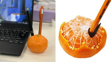可惡想要!日本奇葩文具「蜜柑筆筒」擺在桌上超寫實,還有「剝皮版本」笑翻網友!
