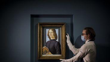 史上最昂貴肖像畫誕生!蘇富比以25億天價拍出「文藝復興大師」波提且利《手持圓形聖像的年輕男子》