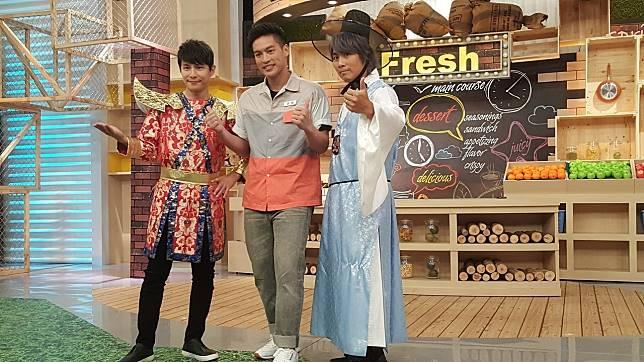 孫協志(左起)、許孟哲和王仁甫錄東森「東森便利店」。記者林怡秀/攝影