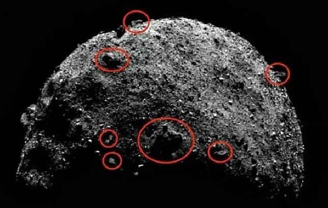 Bangunan asing di Asteroid Bennu menurut klaim ahli teori konspirasi. Kredit: NASA/ufosightingsdaily