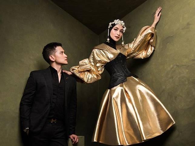 Citra Kirana Bagikan Foto Pre-Wedding, Elegan dengan Gaun Warna Keemasan