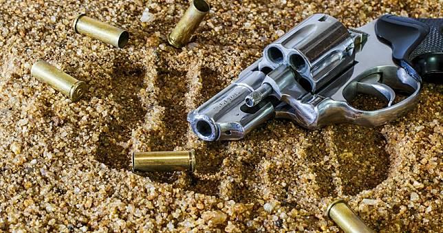 3蒙面青少年持槍搶劫 屋主砰砰砰全擊斃