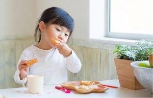 早上在匆忙~都要讓小孩吃早餐才健康