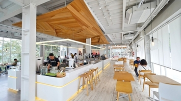南投日月潭美食 蠻荒咖啡~魚池絕美玻璃屋咖啡廳,感受綠意環抱的悠閒