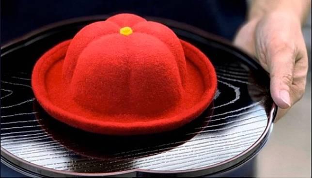 和菓子造型的帽子,戴起來煞是可愛。(互聯網)