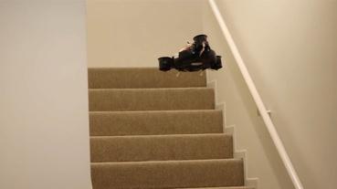 為了跨越樓層的限制,國外 Youtuber 改裝出會飛的 Roomba 掃地機器人