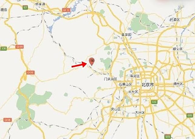 北京市門頭溝區發生地震。圖中紅點(箭嘴示)為震央。