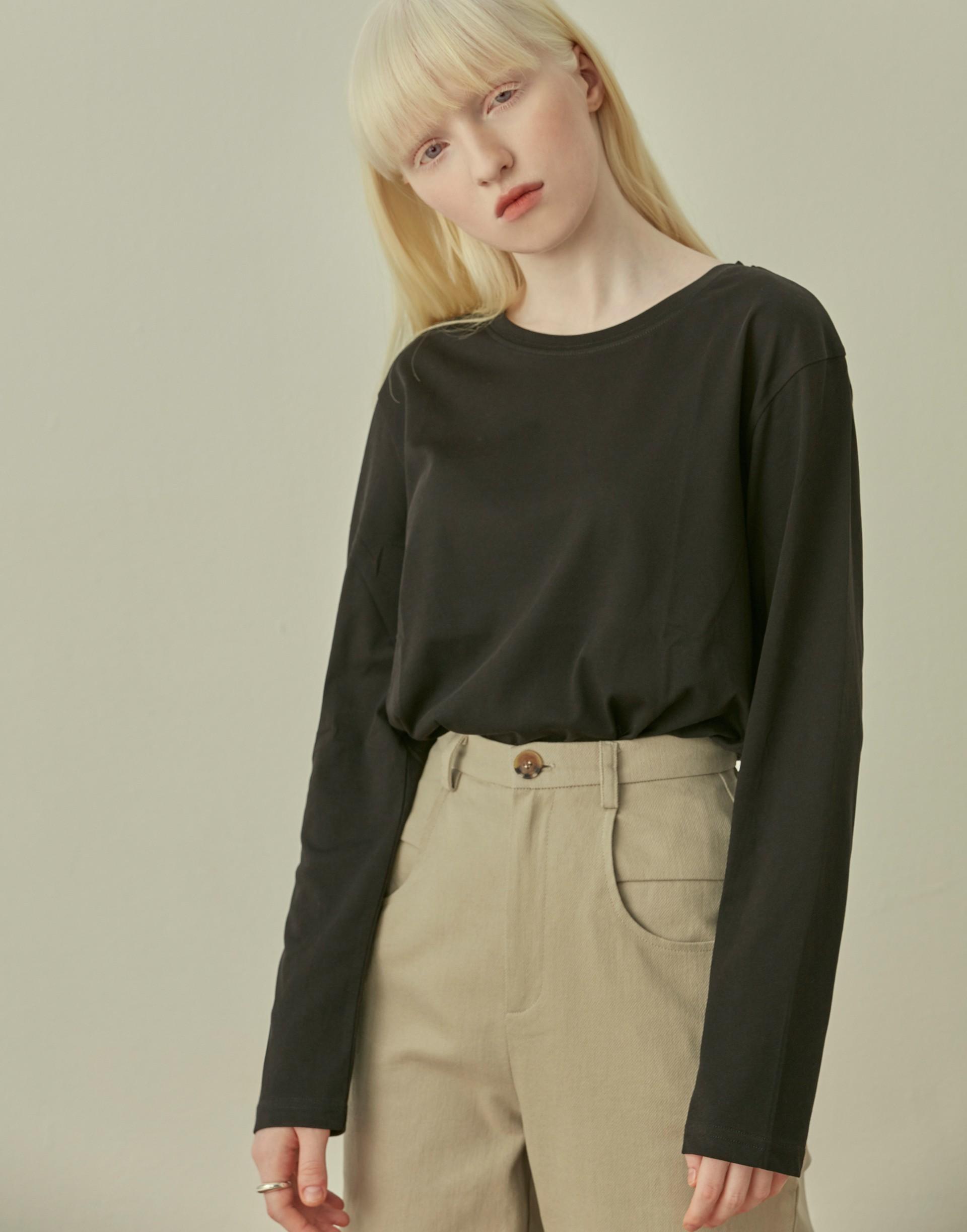 彈性:微彈 低彩度有彈力的舒適面料、單穿或內搭都很時髦好看