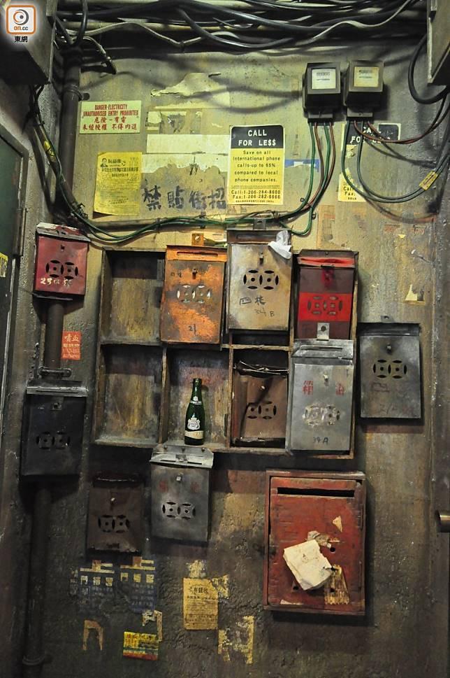 連往前的鐵皮信箱都有被還原出來。(劉達衡攝)