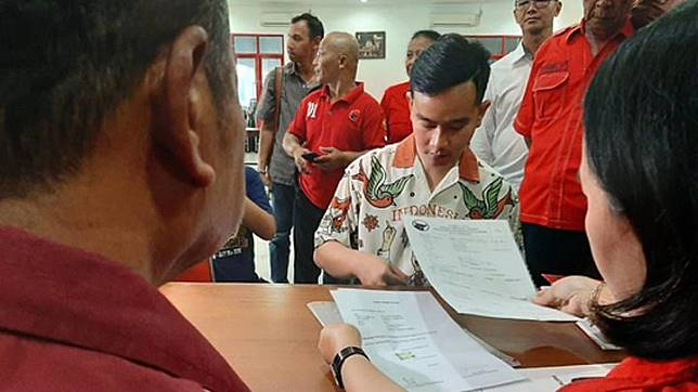Gibran Rakabuming registers himself as a member of the Indonesian Democratic Party of Struggle (PDIP) at the party's Solo executive board on Monday, September 23, 2019.