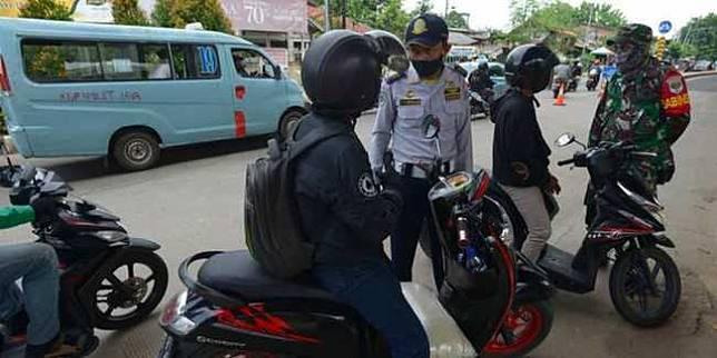 Pemeriksaan SIKM Jakarta (Merdeka.com)
