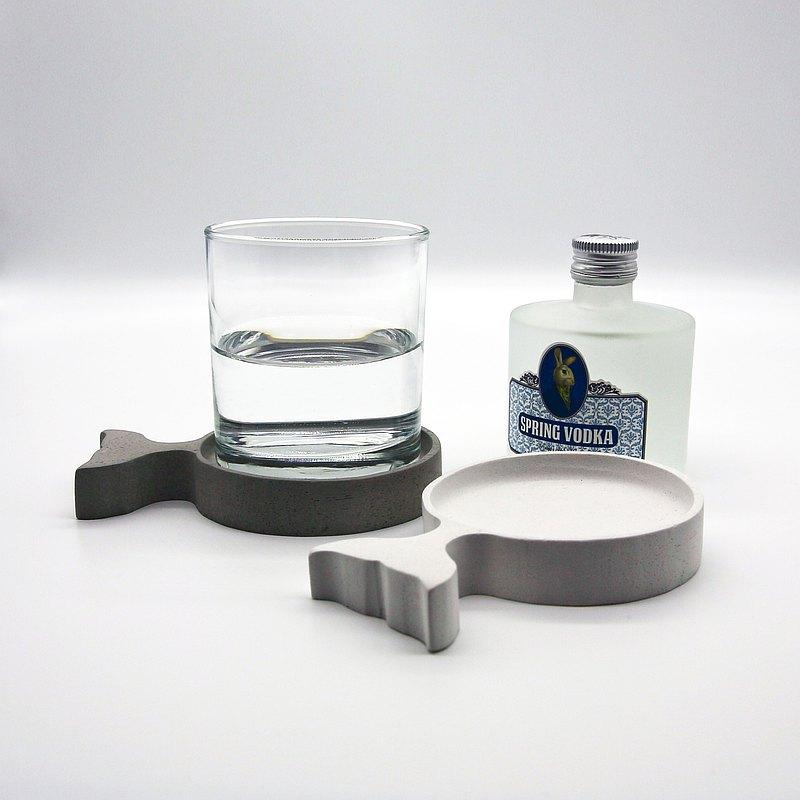 Fish COASTER-呈現水泥原始質感元素,高顏值 x 多用途,完美呈現清水模的簡約,溫潤設計能融入各種室內風格。樸素質感的內斂,卻透著不一樣的個性氣息,低調中提升質感的設計美物替生活注入一抹新鮮