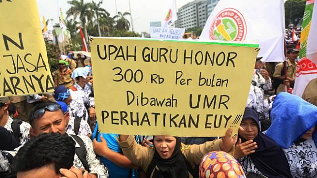 Ribuan Guru Honorer Geruduk DPR